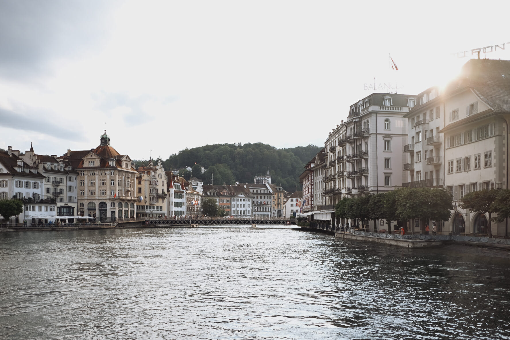 riviere-de-la-reuss-dans-ville-de-lucerne
